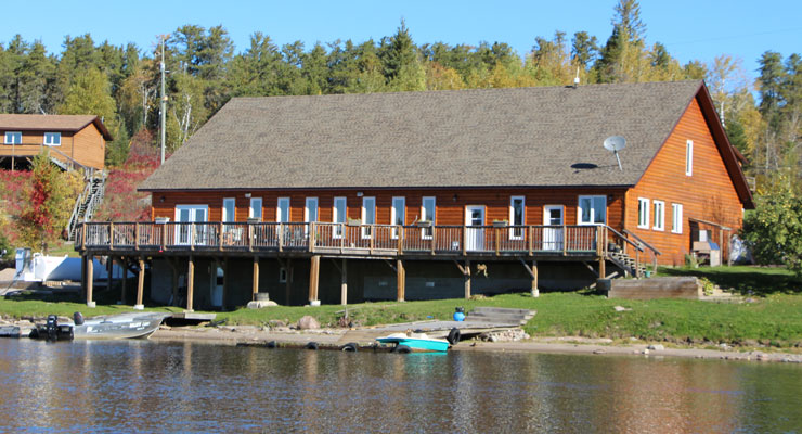 The fishing lodge at Caribou Falls Landing